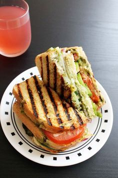 Vegetable grilled sandwich - Mumbai Style (spices and chutney NOM) Grilled Sandwich Recipe, Veg Sandwich, Easy Sandwich Recipes, Indian Food Recipes, Vegetarian Recipes, Cooking Recipes, Healthy Recipes, Mumbai Street Food, Grilled Vegetables