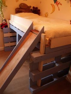 bed kid4 600x800 Salvaged bed for toddlers made with repurposed pallets in pallet bedroom ideas pallet kids projects diy pallet ideas  with toddler toboggan Bed