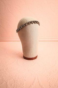 Alvie ♥ Couronnée de cuivre et de gemmes sera ma bien-aimée.   Crowned with copper and gems is my beloved.