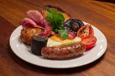 Find the best places to eat breakfast and brunch with our handy map in central, north, south, east and west London including the best cafés, coffee shops and restaurants in the Time Out guide to breakfast in London. Power Breakfast, Best Breakfast, Breakfast Time, Breakfast Ideas, Places To Eat Breakfast, Breakfast Restaurants, Restaurant Dishes, London Food, London Map