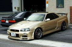 Nissan Skyline R-34 GT-R The body <3. Would change the rims!