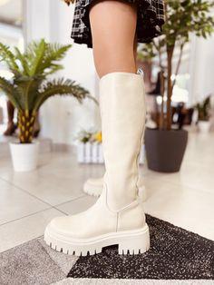 Stivali Donna color Beige con Zip e Fondo Platform Made in Italy - KikkiLine Bohemian Boots, Carrie Bradshaw, Ugg Boots, Uggs, Biker, Shoes, Fashion, Zapatos, Moda