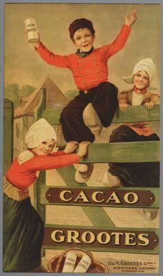 Grootes Cacao 2 meiden en een jongen in klederdracht op een hek DM Gebr. Grootes Opgericht 1825. 1920-1950. Zaans Archief.