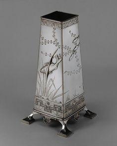 Tiffany OFF! Tiffany Co sterling silver japanesque vase (Metropolitan Museum of Art) Vintage Silver, Antique Silver, Art Nouveau, Tiffany Glass, Tiffany Art, Bronze, Objet D'art, Or Antique, Metropolitan Museum