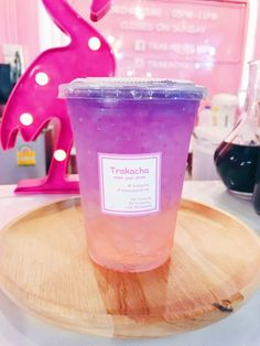 Cute Places to Eat in Phuket – Iris and Irises Dessert Drinks, Fun Drinks, Yummy Drinks, Yummy Food, Colorful Drinks, Bolo Tumblr, Cute Desserts, Food Goals, Cafe Food