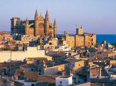 Palma de Mallorca participates at our City Breaks Press day the 26 March 2015 Paris Skyline, New York Skyline, European City Breaks, World Cities, Majorca, Da Nang, Capital City, San Francisco Skyline, Cathedral