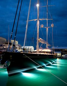 Alloy Yachts Mondango Superyacht www.tommyholiday.it love the lights