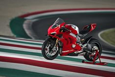 Ducati Announces Panigale R Track Special Ahead of 2018 Milan Motorcycle Show Mv Agusta, Motorcycle Types, Motorcycle Bike, New Ducati, New Motorcycles, Bikes For Sale, Supersport, Car Wheels, Cool Bikes