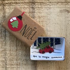 Send small boxes to message - Feliz Natal 1609 Christmas Lanterns, Christmas Mood, Christmas Crafts, Christmas Decorations, Christmas Ornaments, Noel Christmas, Matchbox Crafts, Matchbox Art, Origami And Quilling