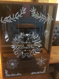# BineBrändle free hand painted according to the templates of Bine Brändle… – Chalk pencil window Christmas templates – Water – Winter Craftsy Bloğ Christmas Mood, Christmas Crafts, Christmas Window Decorations, Holiday Decor, Theme Noel, Christmas Templates, Window Art, Chalkboard Art, Chalk Pencil