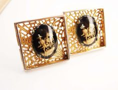 Distinctive Oxford Reverse Paint Cufflinks Vintage Filigree Gold Filled Large Chinese Wedding Business Signed. These are a beautiful pair of Goldtone Chinese Reverse Paint Cuffinks. the paintings are of a man with his Ric Shaw. They measure one inch square and are in good vintage condition. They are marked Oxford on the posts and the setting is much filigree. Great for weddings, business and for collectors. Add that perfect touch of vintage to a classic suit or tux. We dont polish these ...