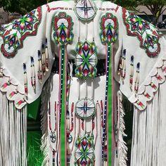 Southern Buckskin Shawnee Designz http://www.shawneedesignz.com/beadwork.html