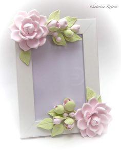 Polymer Clay Flowers, Polymer Clay Crafts, Polymer Clay Jewelry, Felt Flowers, Paper Flowers, Foto Frame, Diy And Crafts, Paper Crafts, Picture Frame Decor