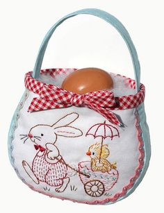 Easter egg bag- free pattern by Bronwyn Hayes designer for Red Brolly, via Flickr