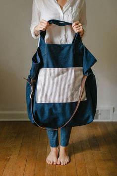 30 Fashionable shopping bag model made of fabric, bag model Mochila Jeans, A Well Traveled Woman, Colorful Backpacks, Denim Tote Bags, Recycle Jeans, Linen Bag, Fabric Bags, Big Bags, Quilted Bag