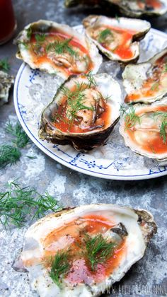 Bloody Mary oesters - Little Spoon Bloody Mary, Tapas, Lemon Kitchen, Clams, Yummy Drinks, Fresh Rolls, Starters, Oysters, Ketogenic Diet