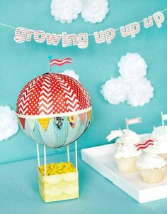 Centro de mesa con globo aerostático para Baby Shower