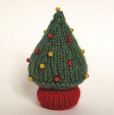 Small Christmas Tree Knitting Pattern free pattern