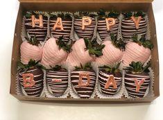 Chocolate Covered Treats, Chocolate Dipped Strawberries, Paletas Chocolate, Strawberry Ideas, Birthday Chocolates, Fruit Arrangements, Chocolate Hearts, Bakery, Brunch