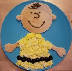 Charlie Brown Breakfast Make this easy breakfast for the kidsthey will love it! Its healthy tasty and so much fun. The post Charlie Brown Breakfast was featured on Fun Family Crafts. Charlie Brown, Cute Food, Good Food, Yummy Food, Toddler Meals, Kids Meals, No Egg Pancakes, Breakfast Pancakes, Breakfast Platter