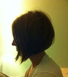 wanting to get the front of my hair to be a little longer & cut like this...my next short hair cut?! :)