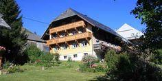 Met een tuin van 1000m2 en vloeroppervlak van 200m2 en 5 slaapkamers en 4 toiletten is dit vakantiehuis ideaal voor grote gezinnen, in zomer en winter.