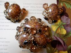 SCHREINER (verified) Amber Easter Egg Cabochon Brooch & Earrings Set by CornermouseHouse on Etsy https://www.etsy.com/listing/193311654/schreiner-verified-amber-easter-egg