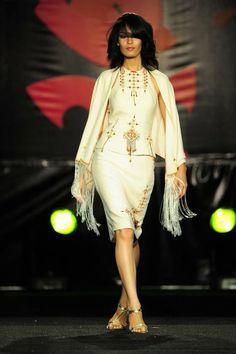 Tenue haute couture avec motifs berbères