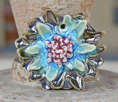 Porcelain flower pendant . By Mª Carmen Rodriguez https://www.facebook.com/groups/CeramicArtBeadMarket