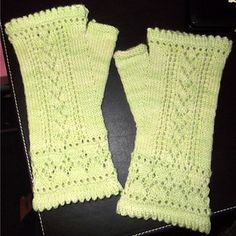 Ravelry: Betsyanna Mitts pattern by Paula McKeever