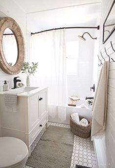 A small bathroom is not easy to design. Looking for some fresh ideas to design your small bathroom? Well, let's take a look at these small bathroom ideas! Bathroom Design Small, Modern Bathroom, Bathroom Ideas, Bathroom Organization, Bathroom Vintage, Bathroom Designs, Bath Design, Budget Bathroom, Bathroom Grey