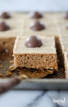 Peanut Butter Sheet Cake - easy and delicious peanut butter cake recipe for any celebration Peanut Butter Sheet Cake, Peanut Butter Eggs, Yummy Treats, Sweet Treats, Yummy Food, Baking Recipes, Dessert Recipes, Desserts, Top Recipes