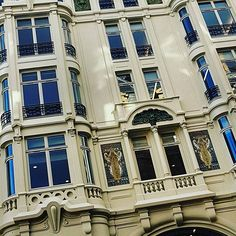 Quartier #saintmichel #paris75006. Beaux bureaux au milieu du Paris #medieval #ruedanton