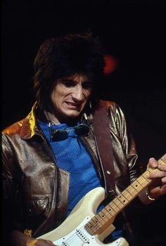 Ron Wood Mick Jagger Rolling Stones, Ron Woods, Ronnie Wood, Guitar, Rollers, Night, Friends, Musica, Bebe