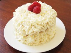 Almond Cake with raspberry filling and cream cheese frosting Mini Cakes, Cupcake Cakes, Cupcakes, Baking Recipes, Dessert Recipes, Cupcake Recipes, Dessert Ideas, Keto Recipes, Healthy Recipes