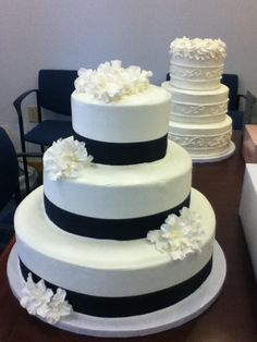 atkins farm wedding cakes working at one of our wedding shows cakes by angela 10885