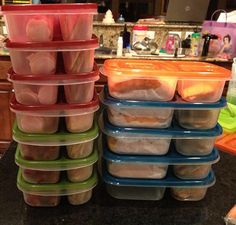 Laura, Chief Mom of Momables , packs lunches on Sunday for the whole week