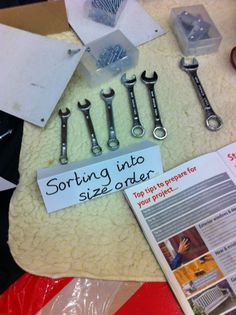Sorting activities using a simple set of spanners