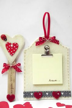 Tutorial porta post it in feltro Christmas Time, Christmas Crafts, Xmas, Christmas Ornaments, Felt Crafts, Diy And Crafts, Crafts For Kids, Mather Day, Post It Note Holders