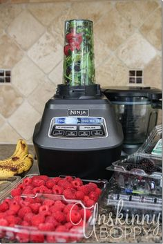 Back to school idea! Pre-package a bunch of berries/bananas/spinach in ziplocks and store in the fridge for a fast morning smoothie.  #backtoschool #getorganized