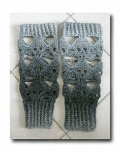 crochet skull leg warmers. Crochet Boots, Crochet Gloves, Crochet Slippers, Crochet Beanie, Love Crochet, Diy Crochet, Crochet Skull Patterns, Afghan Crochet Patterns, Crochet Leg Warmers