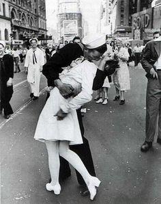 """La historia detrás de una fotografía: """"El Beso de Times Square"""""""