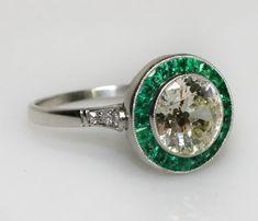 Vintage emerald engagement ring = LOVE