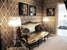 Loving the graphic wall covering.