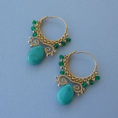 Gold Turquoise and Green Onyx Tribal Hoops Gold Jewellery Design, Bead Jewellery, Wire Jewelry, Antique Jewelry, Jewelry Bracelets, Simple Earrings, Wire Earrings, Round Earrings, Green Onyx