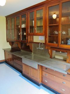 Things To Keep In Mind Before Considering Home Renovation Contract – Home Dcorz Primitive Kitchen Cabinets, Vintage Kitchen Cabinets, Craftsman Kitchen, Old Kitchen, Kitchen Pantry, Kitchen And Bath, Kitchen Storage, Kitchen Ideas, Pantry Room