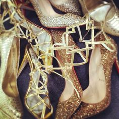 More pretty, sparkly shoes Dream Shoes, Crazy Shoes, Me Too Shoes, Sparkly Shoes, Gold Shoes, Fashion Photo, Love Fashion, Who What Wear, Pretty Outfits