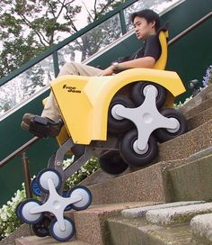 A stair climbing wheelchair need one for my grandpa Cool Technology, Technology Gadgets, Assistive Technology, Gadgets And Gizmos, Tech Gadgets, Inventions Sympas, Eco Deco, Velo Retro, Innovation