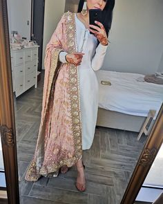 Heavily embellished dupattas - the best complement to a plain suit ✨ Pakistani Fashion Party Wear, Pakistani Dresses Casual, Pakistani Bridal Dresses, Pakistani Dress Design, Indian Fashion, Punjabi Wedding, Eid Dresses, Indian Bridal Outfits, Indian Designer Outfits