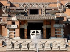 Imperial Hotel, Tokyo, by Frank Lloyd Wright Organic Architecture, Contemporary Architecture, Art And Architecture, Architecture Details, Frank Lloyd Wright Buildings, Frank Lloyd Wright Homes, Unusual Buildings, Interesting Buildings, Imperial Hotel